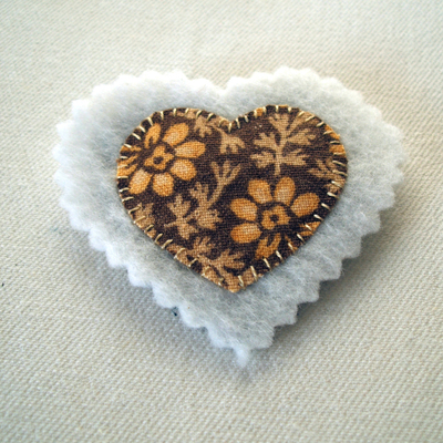 How to make a fabric brooch. Upcycled Fabric Heart Brooch Tutorial  - Step 4