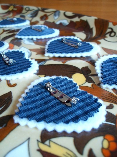 How to make a fabric brooch. Upcycled Fabric Heart Brooch Tutorial  - Step 7