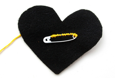 How to make a fabric brooch. Black Heart Brooch - Step 6