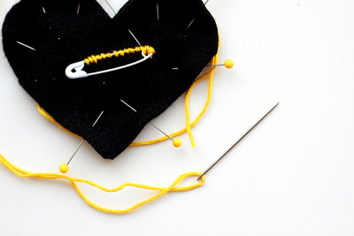 How to make a fabric brooch. Black Heart Brooch - Step 8