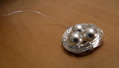 How to make a wire necklace. Pearl Birds Nest Necklace - Step 5