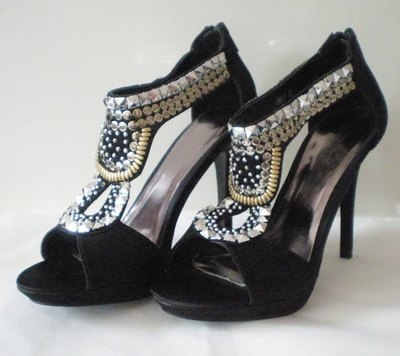 How to make a pair of embellished shoes. Lion Head Shoes - Step 1