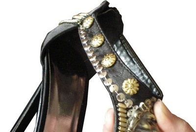 How to make a pair of embellished shoes. Lion Head Shoes - Step 5