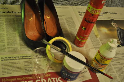How to decorate a pair of glitter shoes. Shiny, Glitter Stilettos - Step 1