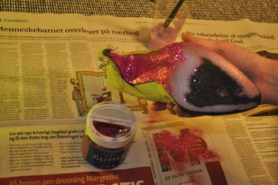 How to decorate a pair of glitter shoes. Shiny, Glitter Stilettos - Step 7