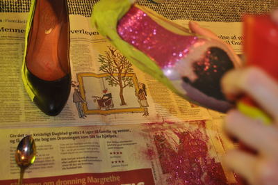 How to decorate a pair of glitter shoes. Shiny, Glitter Stilettos - Step 8