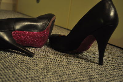 How to decorate a pair of glitter shoes. Shiny, Glitter Stilettos - Step 11