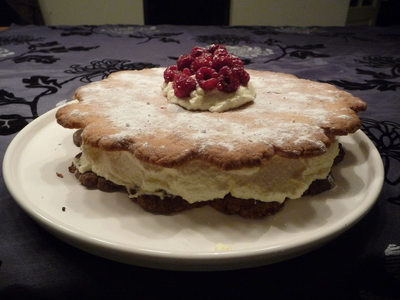 How to bake a fruit cake. Flower Cake - Step 7