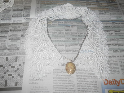 How to make a collar / bib. Vintage Lace And Chain Collar Necklace - Step 6