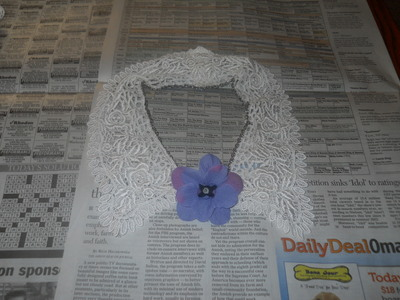 How to make a collar / bib. Vintage Lace And Chain Collar Necklace - Step 8