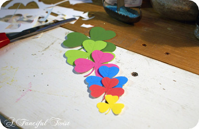 How to make a paper brooch. Shamrock Brooch - Step 1
