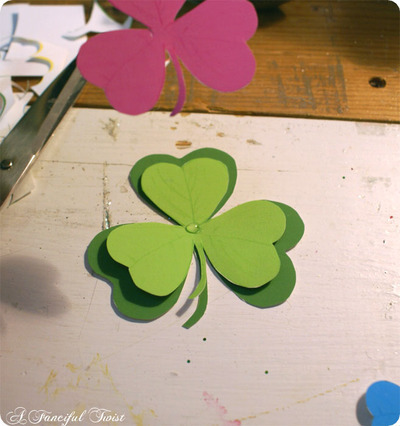 How to make a paper brooch. Shamrock Brooch - Step 2
