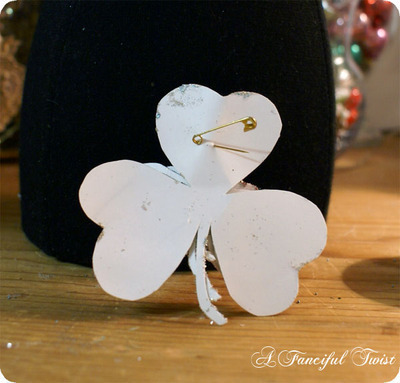 How to make a paper brooch. Shamrock Brooch - Step 6
