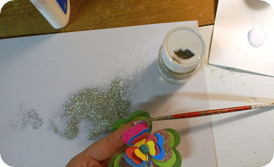 How to make a paper brooch. Shamrock Brooch - Step 10