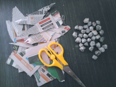How to make a recycled wreath. Wreath Made Using Newspaper - Step 2