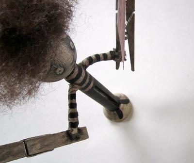 How to make a photo holder. Cornelius Clothespinhands - Step 11