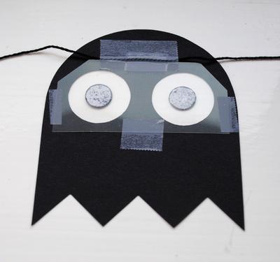 How to make a garland. Pacman Halloween Garland - Step 5