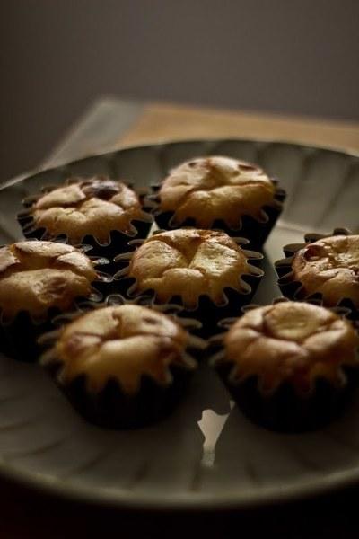 How to bake a cheesecake cupcake. Raspberry Cheesecake Cupcakes - Step 7