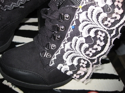 How to make a pair of lace shoes. Vintage Lace Shoes - Step 2