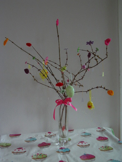 How to make a bouquet. Easter Tree With Bright Leaves - Step 6