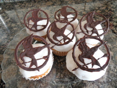 How to decorate a character cake. Hunger Games Cupcakes - Step 3