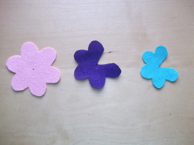 How to sew a fabric flower charm. 3 D Flower!! - Step 3