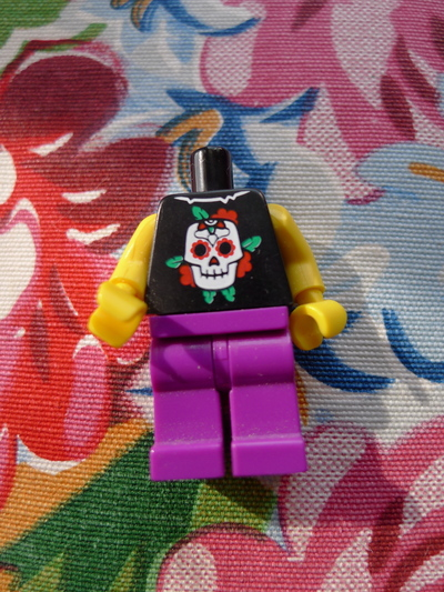How to make a Lego necklace. Glam Punk Lego Necklace - Step 3