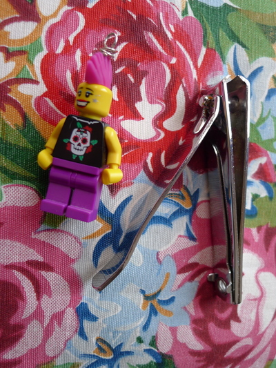 How to make a Lego necklace. Glam Punk Lego Necklace - Step 4