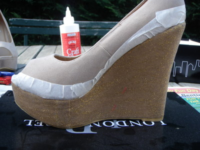 How to decorate a pair of glitter shoes. Diy Glitter Wedge - Step 5