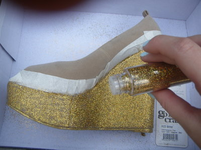 How to decorate a pair of glitter shoes. Diy Glitter Wedge - Step 7
