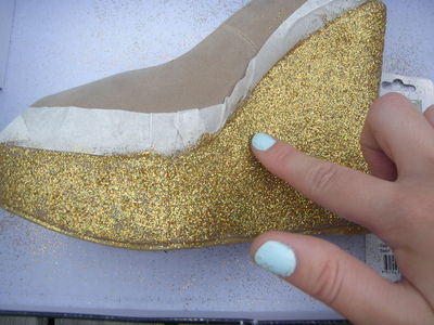 How to decorate a pair of glitter shoes. Diy Glitter Wedge - Step 8