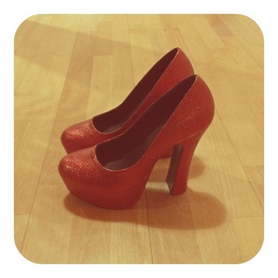 How to decorate a pair of glitter shoes. Ruby Red Platform Heels - Step 5