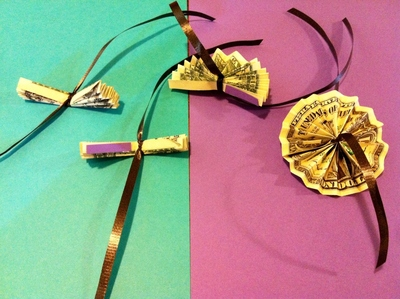 How to make a recycled necklace. Money Lei - Step 4