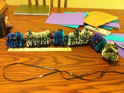 How to make a recycled necklace. Money Lei - Step 5
