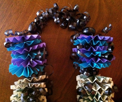 How to make a recycled necklace. Money Lei - Step 6