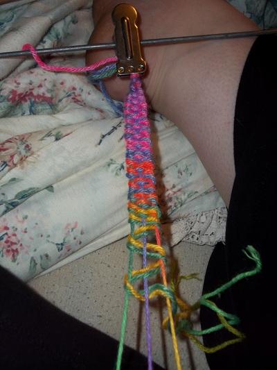 How to make a braided yarn bracelet. Woven Yarn Bracelet   Rainbow - Step 10