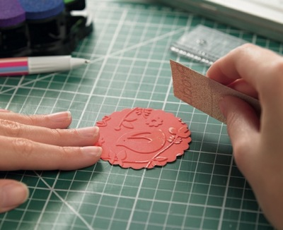 How to emboss an embossed card. Surface Embossing - Step 4