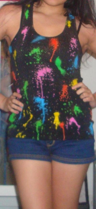 How to paint a t-shirt. Diy Splattered Paint T Shirt - Step 6