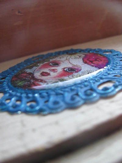 How to make a cameo. WORKING WITH RESIN: Make The Perfect Cameo Brooch - Step 9
