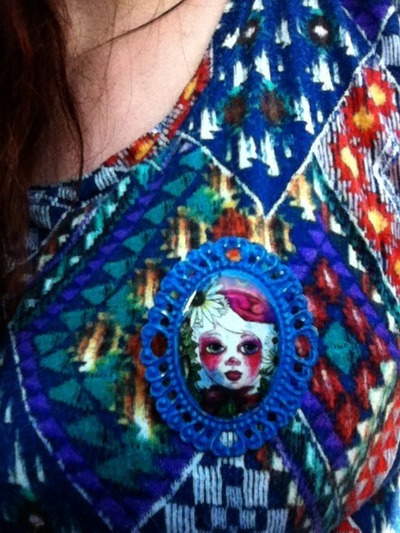 How to make a cameo. WORKING WITH RESIN: Make The Perfect Cameo Brooch - Step 15