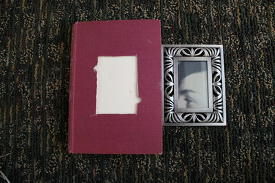 How to make a recycled photo frame. Book Into Photo Frame  - Step 6