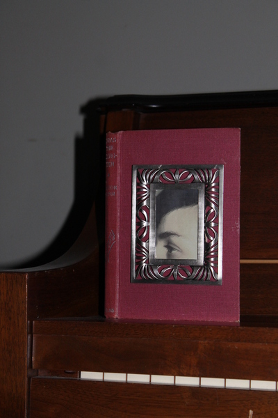 How to make a recycled photo frame. Book Into Photo Frame  - Step 9