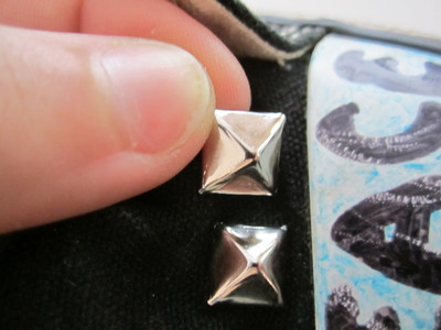 How to make a pair of embellished shoes. Studded Converse - Step 2