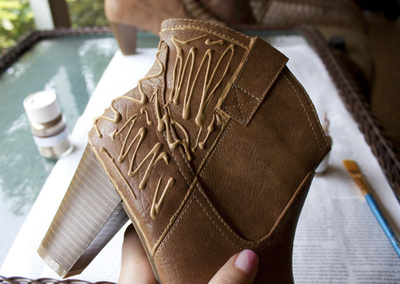 How to decorate a pair of glitter shoes. Diy Sparkle Glitter Boots - Step 2
