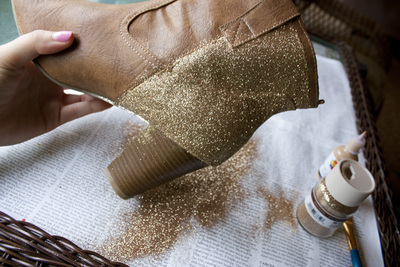 How to decorate a pair of glitter shoes. Diy Sparkle Glitter Boots - Step 4