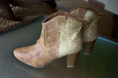 How to decorate a pair of glitter shoes. Diy Sparkle Glitter Boots - Step 5