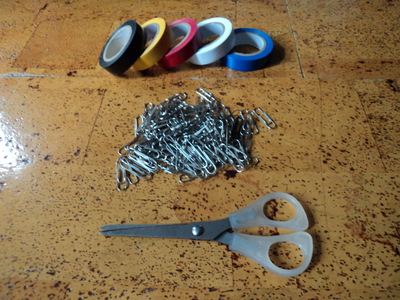 How to make a paperclip necklace. Statement Necklace - Step 1
