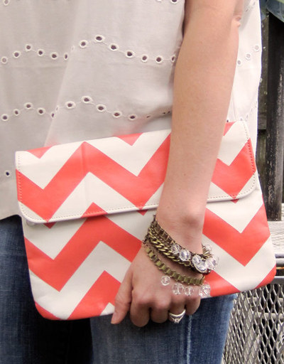How to make an envelope clutch. Chevron Stripe Painted Clutch - Step 8
