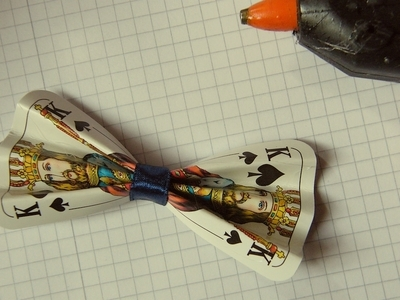How to make a toy necklace. Playing Card Bow Necklace - Step 3