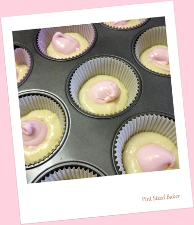 How to bake a lemon cupcake. Raspberry Lemon Fun Da Middles Cupcakes - Step 3